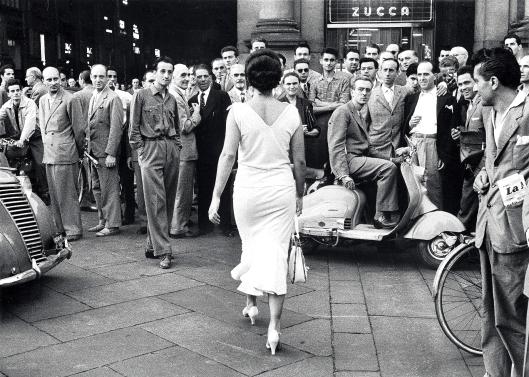 1-Mario-De-Biasi-Gli-italiani-si-voltano-1954.jpg