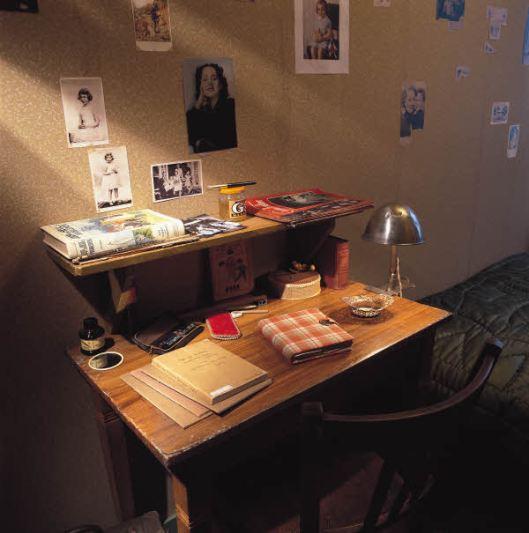 2_8_31_desk.jpg